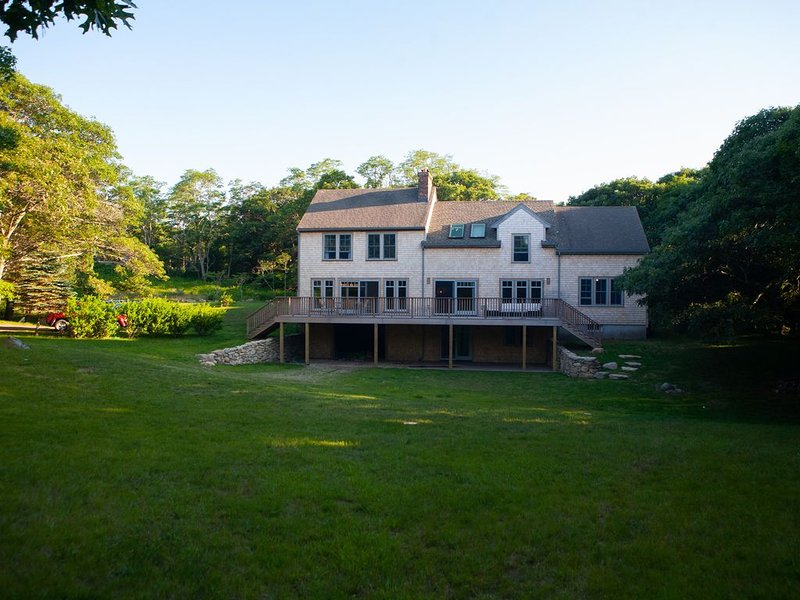 Great Deal on Newly Renovated Home in Exclusive Aquinnah. – semesterbostad i Aquinnah