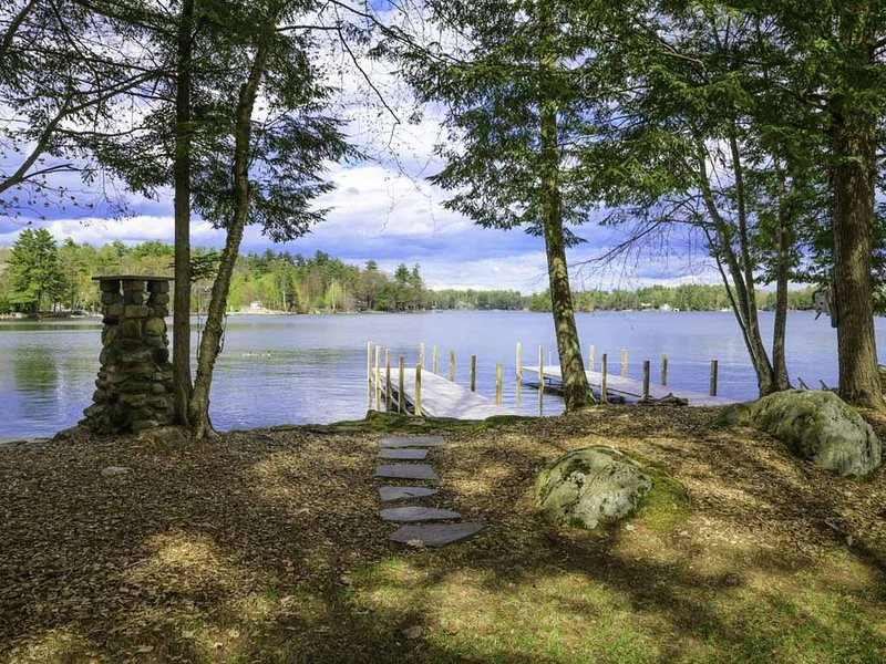 Timber Lodge * Cummings Cove Meredith NH~ Rustic Waterfront Living for families, location de vacances à Meredith