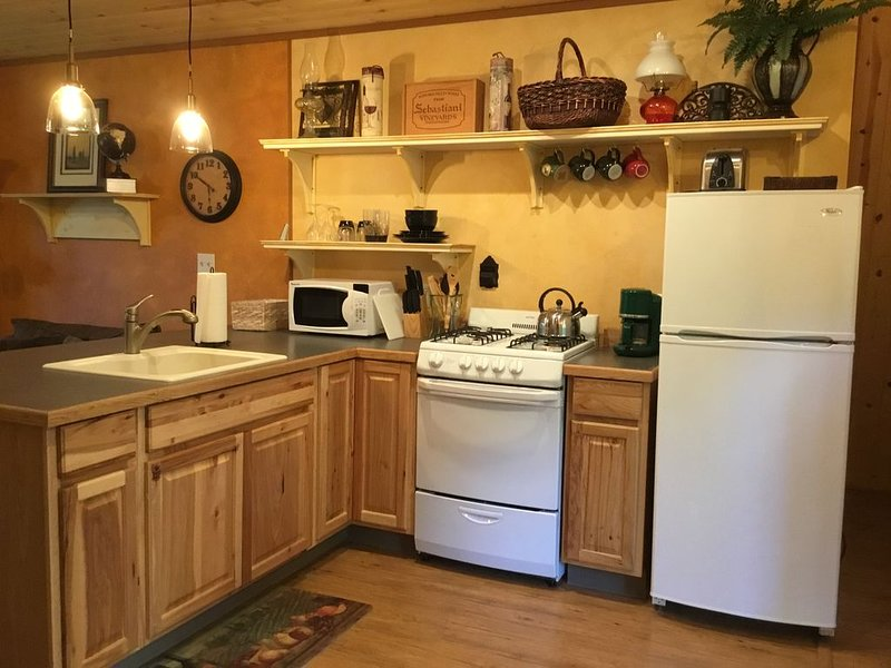 Beautiful studio apartment in secluded wooded area., holiday rental in La Grande