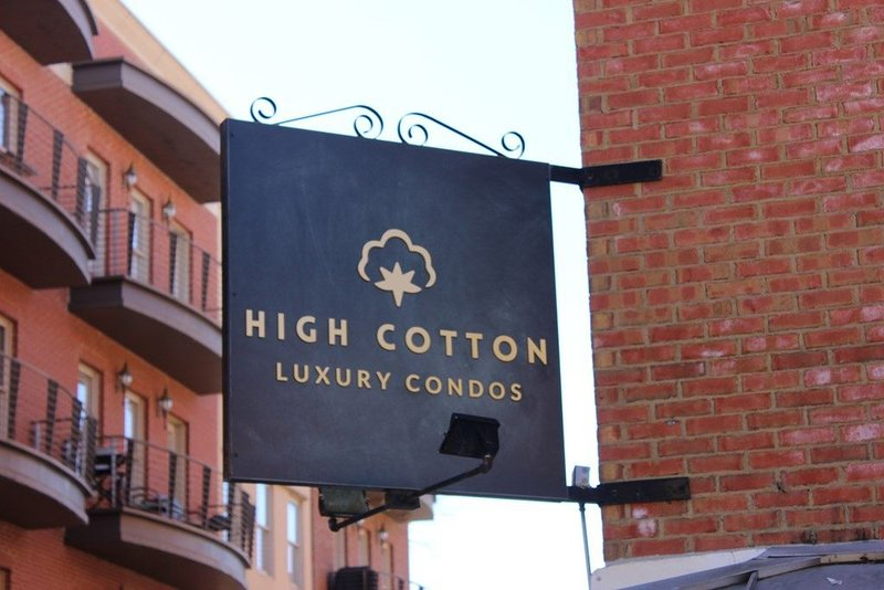 High Cotton Condo on the Square, holiday rental in University