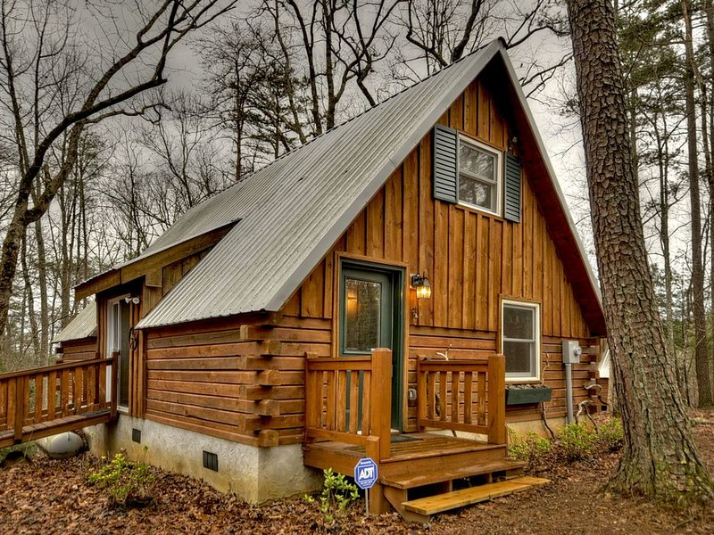 *Free Whitewater Rafting & Ziplining* Quaint, secluded cabin rental, vacation rental in Epworth