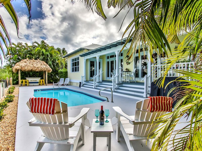 Now booking summer 2020! Luxery pool home on 14th with dockage!, holiday rental in Key Colony Beach
