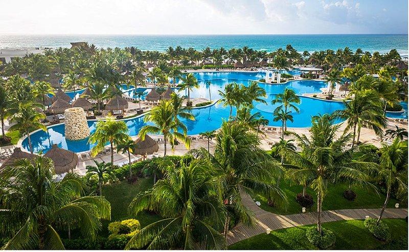 AAA 4 Diamond Resort in Riviera Maya on the beach, holiday rental in El Hijo Prodigo
