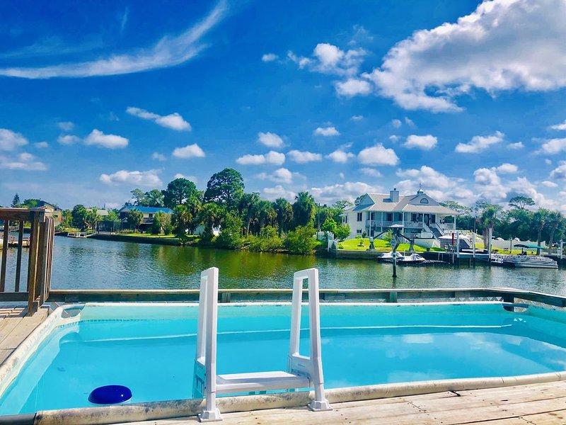 #1 most rented. Safe and clean Paradise! Direct gulf, dock, pool, bikes, kayaks, alquiler de vacaciones en Hernando Beach
