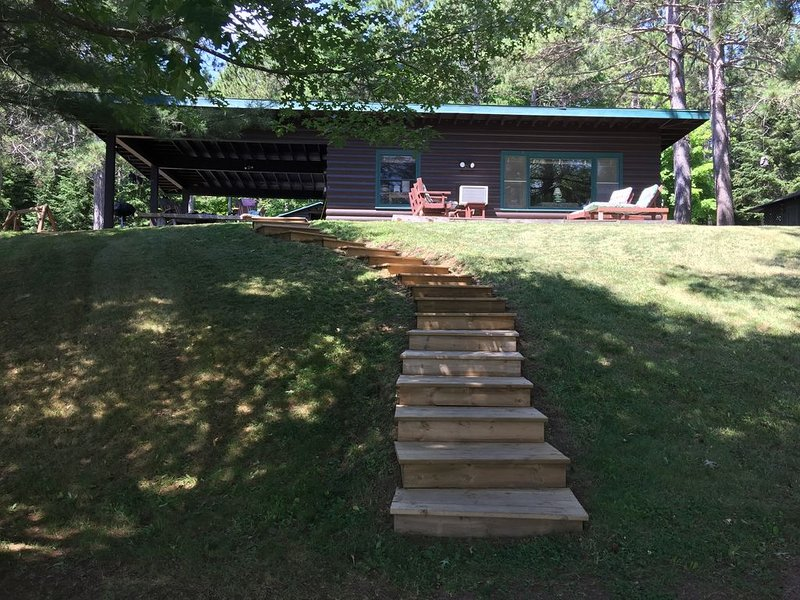 Northwoods Hideaway On Crystal Clear Private Carlin Lake, location de vacances à Mercer