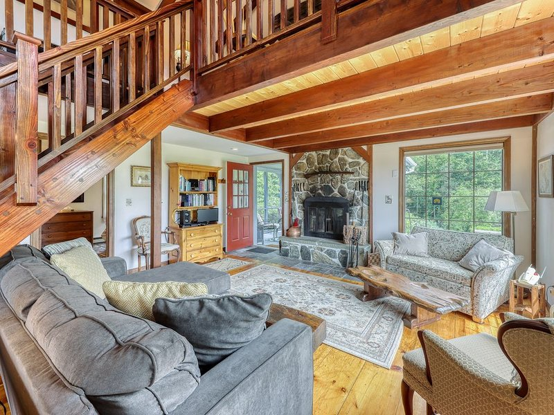 Classic & Quiet New England Home w/ Gorgeous Property & Screened Porch!, holiday rental in Whitefield