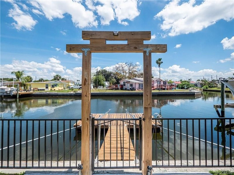 Steps to the floating dock, tie up one of the floats for relaxing or fishing