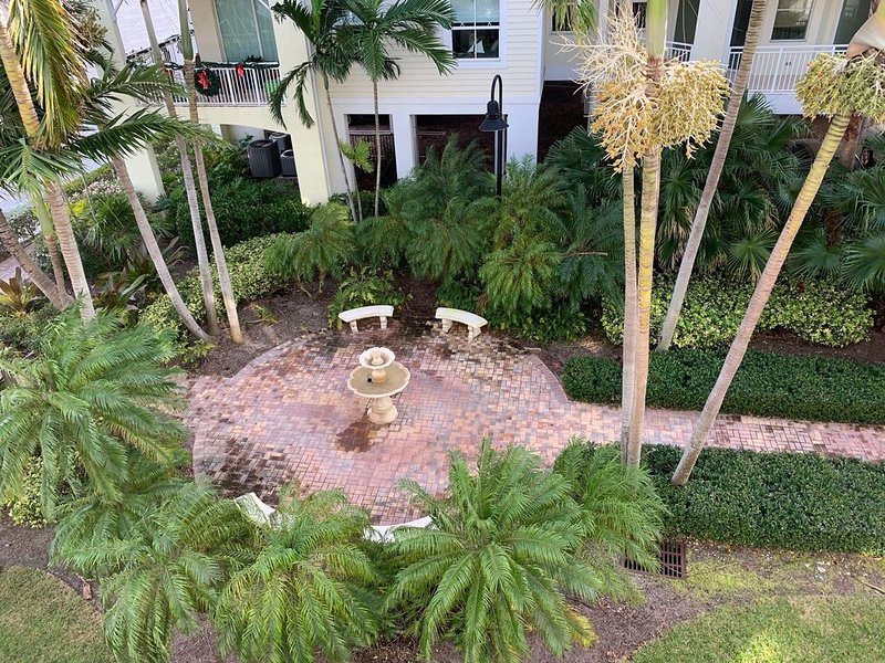 Apt. 302 Watch Sunrises and Sunsets from this beautifully decorated apartment., casa vacanza a Stuart