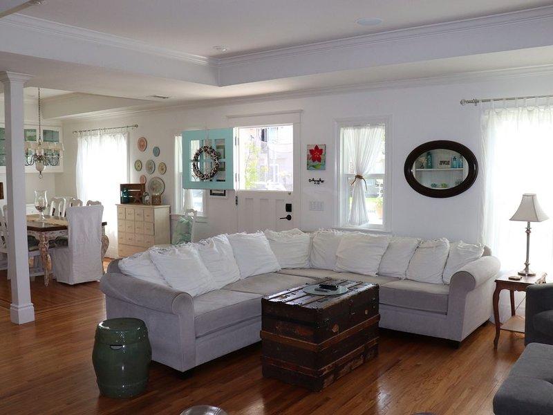 Craftsman Style Beach House - Downtown Huntington Beach W/ Saltwater Pool & Spa, holiday rental in Huntington Beach