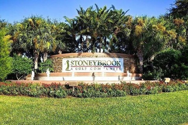 Immaculate 2 Bedroom Condo In Gated Golf Community With First Class Amenities, holiday rental in Estero