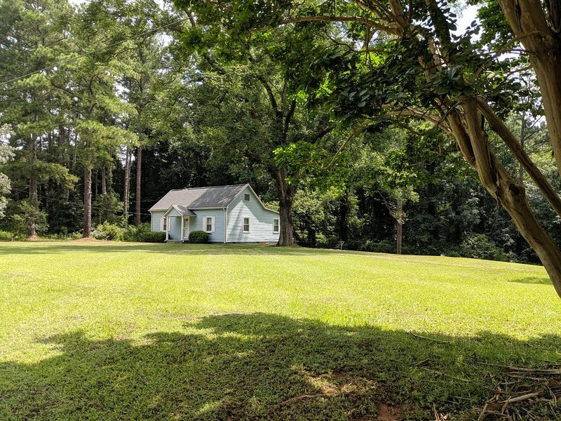 Little cottage in the country.  10 minutes from downtown Newnan., alquiler de vacaciones en Newnan