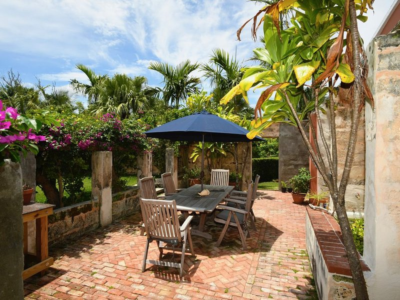Charming Private Cottage by the Beach, holiday rental in Sandys Parish