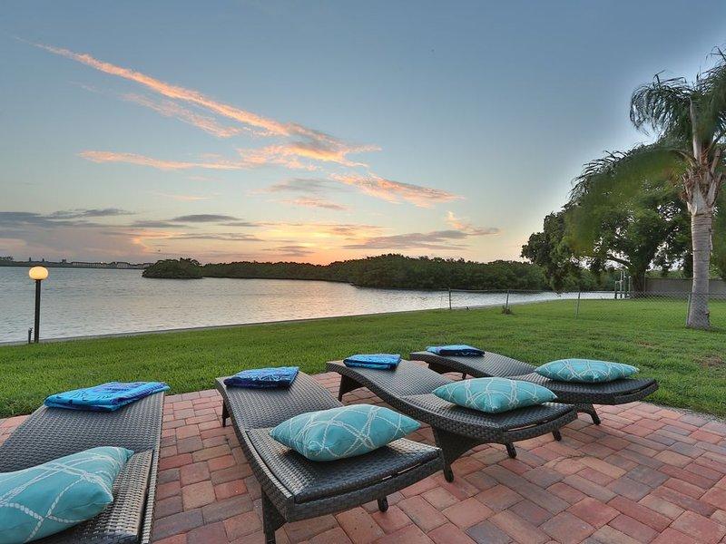 Oceanfront home w/sunset views of Sarasota Bay, casa vacanza a Gulf Gate Estates
