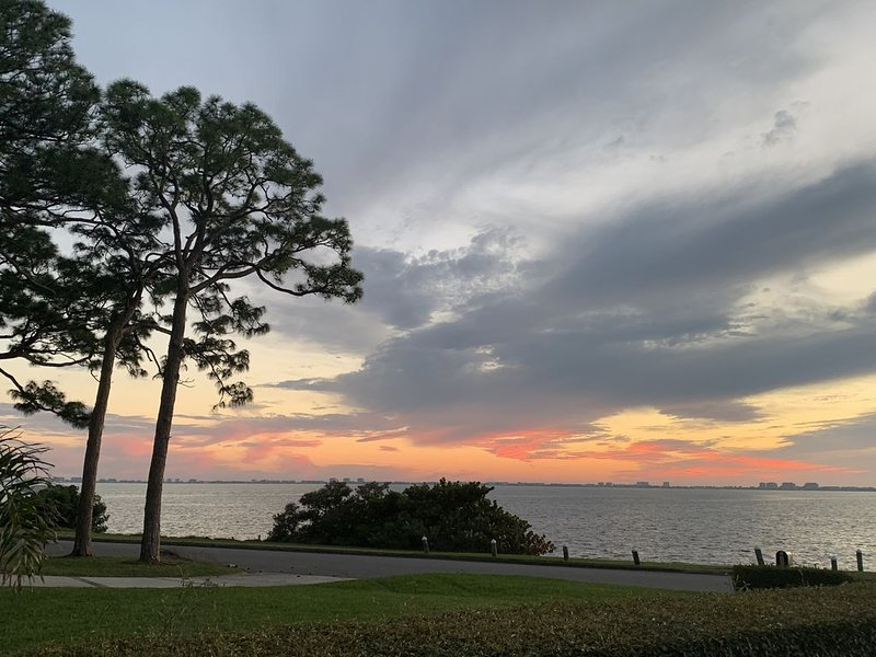 SARASOTA Bay Front Beauty, holiday rental in Tallevast