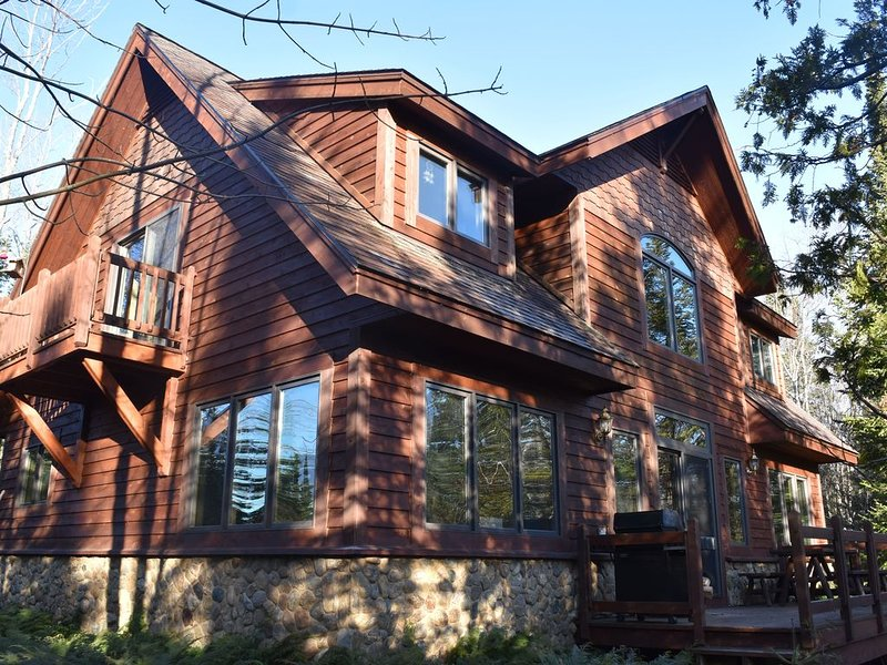 Private beach and nature preserve on Lake Superior and Mineral River., holiday rental in Bergland