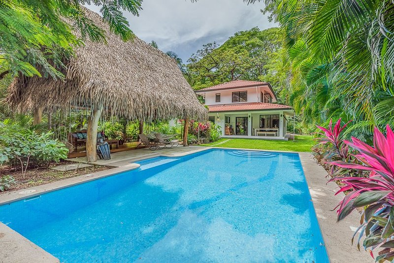 Private, luxury oasis, walk to Guiones beach, holiday rental in Nosara