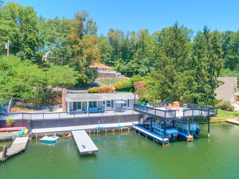 Lakefront Home on Claytor Lake! Virginia Tech Football Games VT & RU Graduation – semesterbostad i Willis