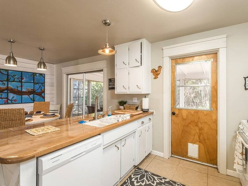 The Hope House (3 beds/2 baths, 1284 SF, 119 SM), holiday rental in Golden Valley