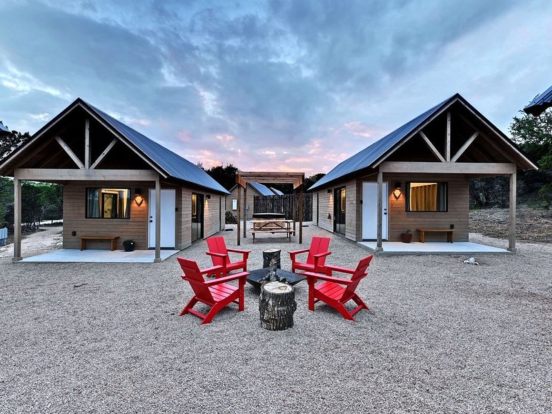 Lucky Arrow Retreat: Courtyard Cabins, vacation rental in Dripping Springs