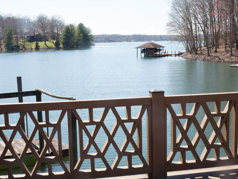 Quiet Cove with a great view of the main channel & central to everywhere!