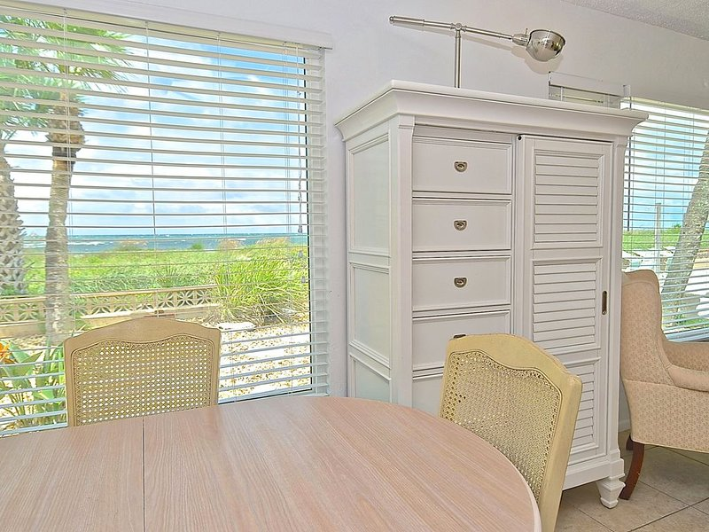 Sunset Boulevard - One Bedroom Condo on Casey Key with Great view, holiday rental in Laurel