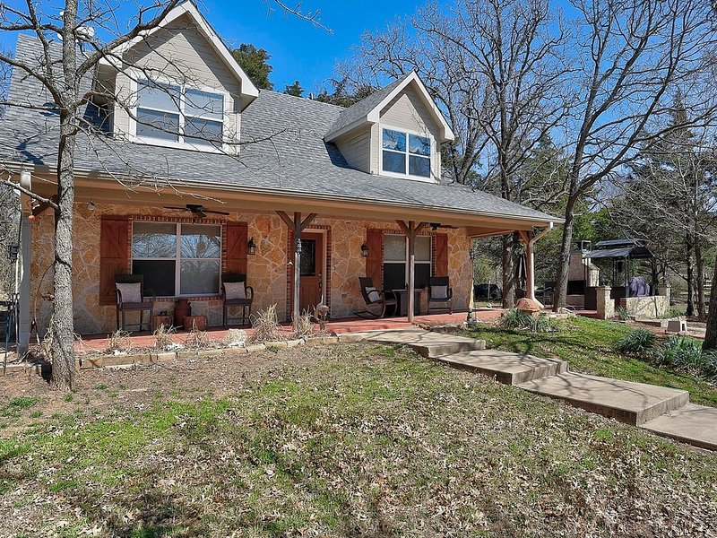 Cambridge Cottage near Lake Texoma, casa vacanza a Denison