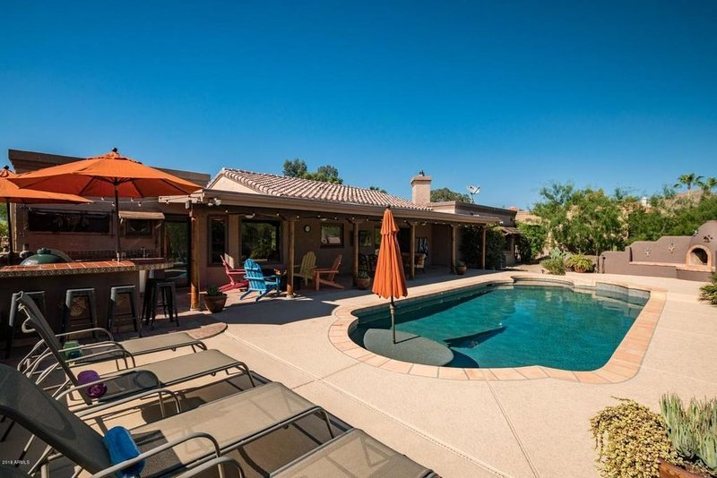 North Scottsdale Desert Hacienda w/ private pool and spa! *, Ferienwohnung in Carefree
