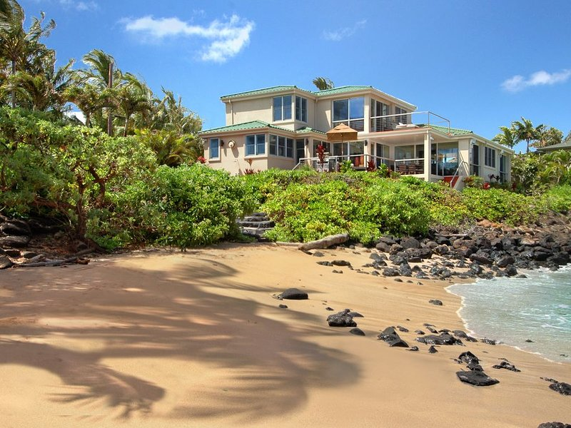Sandy Beach House: Oceanfront with Private Pool & AC in Bedrooms!, holiday rental in Kalaheo