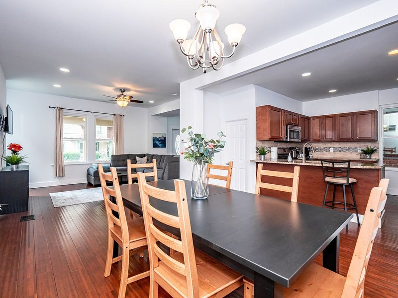 The Downtown Luxury Spacious Home, vacation rental in Columbus