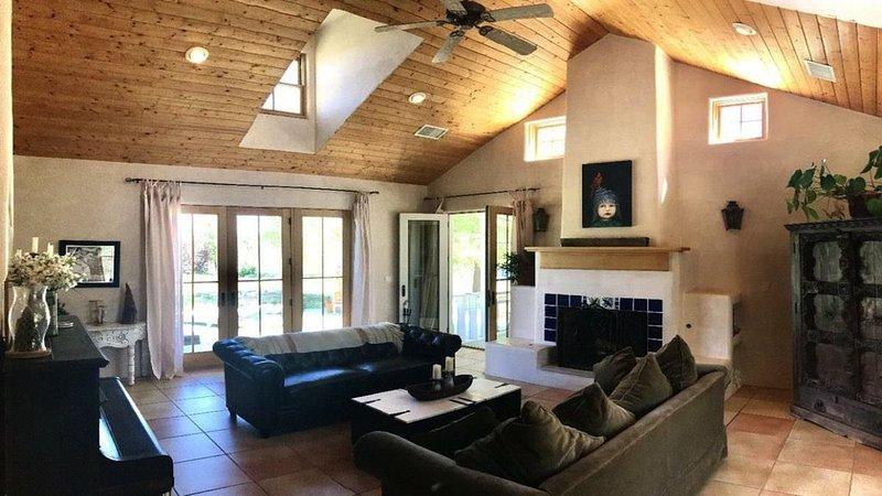 Nambe Farm 15 Minutes To Downtown Santa Fe And Los Alamos, holiday rental in Hernandez