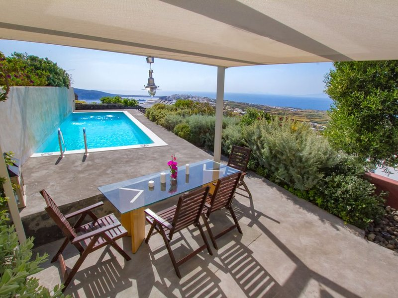 270 Oia's View House II, Private Swimming Pool & Garden, Sunset View, holiday rental in Foinikiá