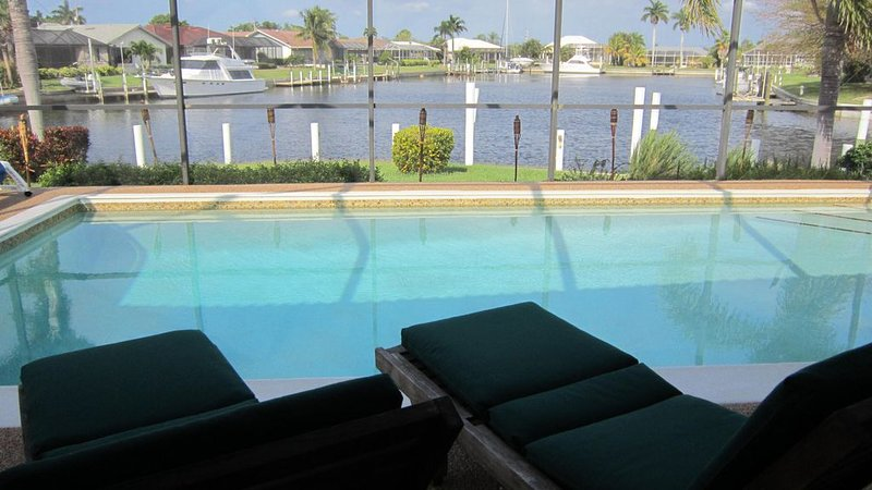 Beautiful WATERFRONT Home with 120' Dock and Yacht Accessible to the Gulf., casa vacanza a Punta Gorda