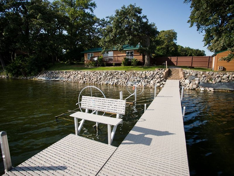Cozy Home on Gorgeous Lake Darling, holiday rental in Brandon