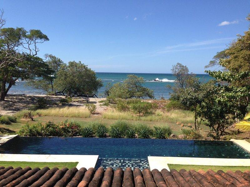 Vista para o mar e piscina