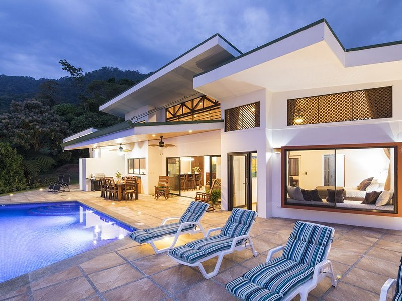 Brand new house in the jungle overlooking the pacific ocean, vacation rental in Ciudad Cortes
