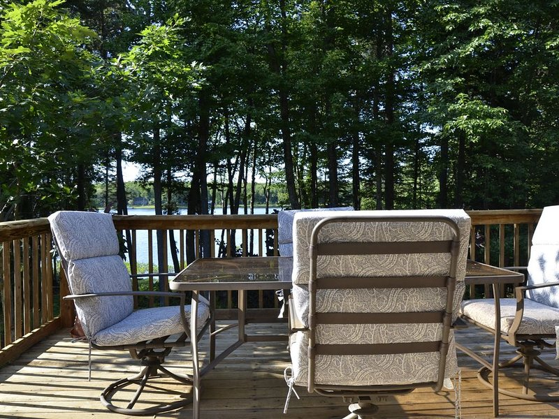 Sunset Cottage....On private lake in the forest....perfect !, holiday rental in Calumet