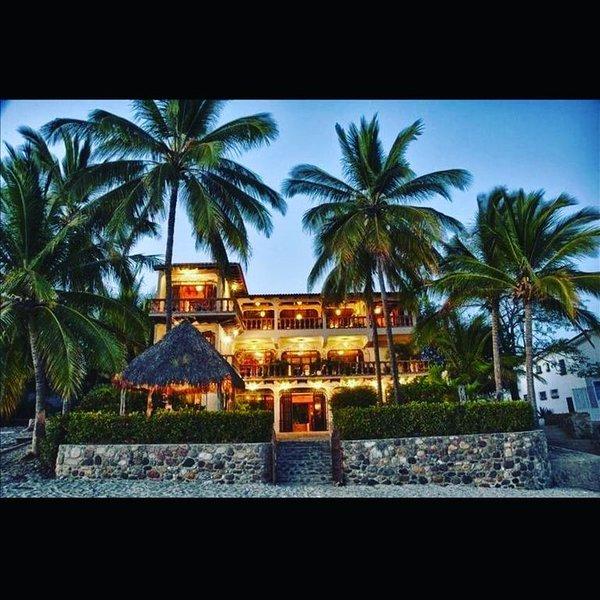 Spectacular Casa Coco, Private Beachfront Villa in Vallarta/Bucerias, Mexico, location de vacances à Bucerias