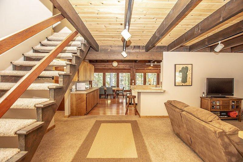 Hamm Haus: 2 BR / 2 BA house/cabin in Homewood, Sleeps 6, alquiler de vacaciones en Tahoma