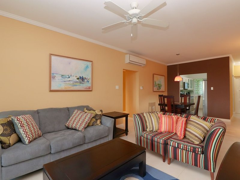 Luxurious Ocean View 2 Bedroom Apartment, holiday rental in Priory