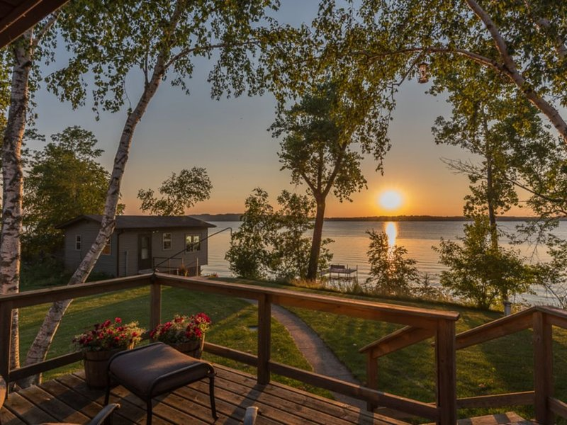 Gull Lake Cottage with Lakeside Boathouse, holiday rental in Brainerd