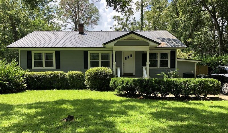 Downtown, spacious, updated, pet friendly home!, alquiler de vacaciones en Tallahassee