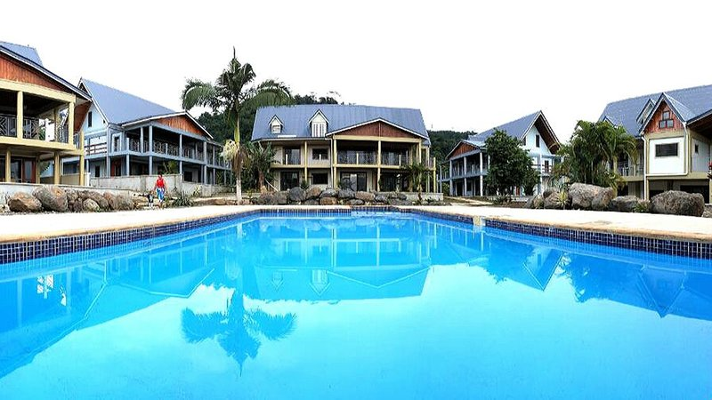 Stunning and Contemporary Two Bedroom Apartment with Pool Oasis, holiday rental in Apia