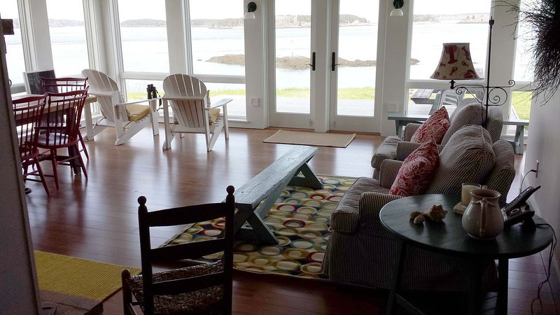 Watch whales, eagles & Old Sow from the Riviera in Eastport!, holiday rental in Campobello Island