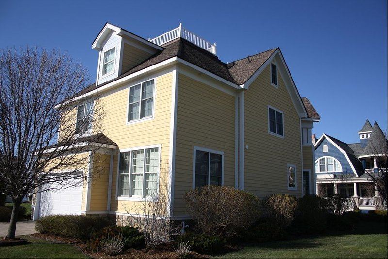 The Yellow House in Bay Harbor!   Still Available Summer and Fall dates., holiday rental in Petoskey