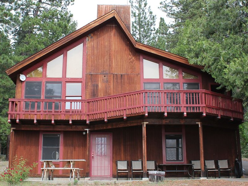 Beautiful Home on the Water at Lake Almanor, holiday rental in Prattville
