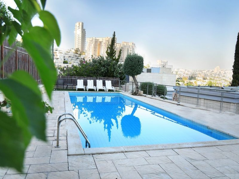 Breathtaking Vila with pool in Jerusalem Center, holiday rental in Beit Shemesh