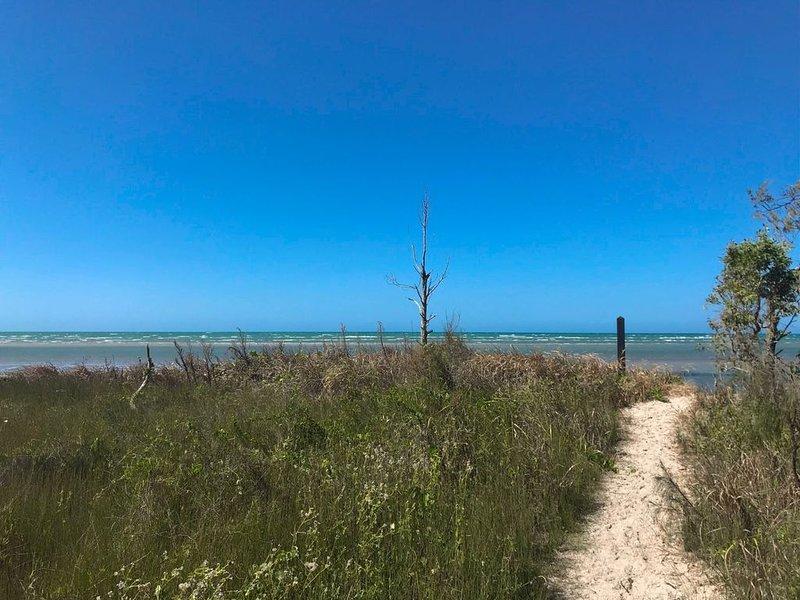 Beach Tails - Toogoom- Beachfront - 3BR- Pets Welcome – semesterbostad i Fraser Coast