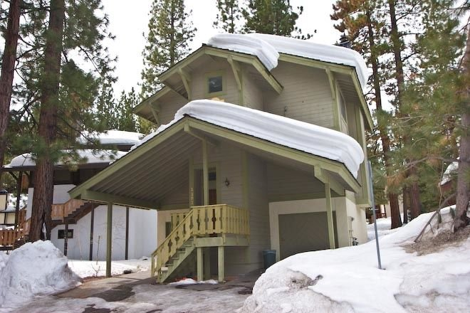 Heavenly Ski Cabin with common summer pool and hot tub. Foosball table, Close to, holiday rental in South Lake Tahoe