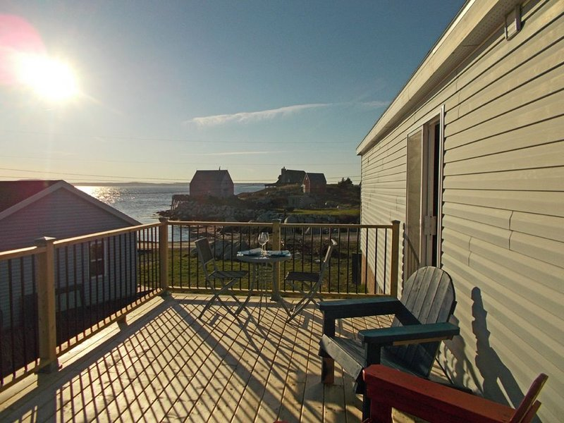 Oceanside Cottage with amazing sunsets, near Peggy's Cove, alquiler de vacaciones en Blandford