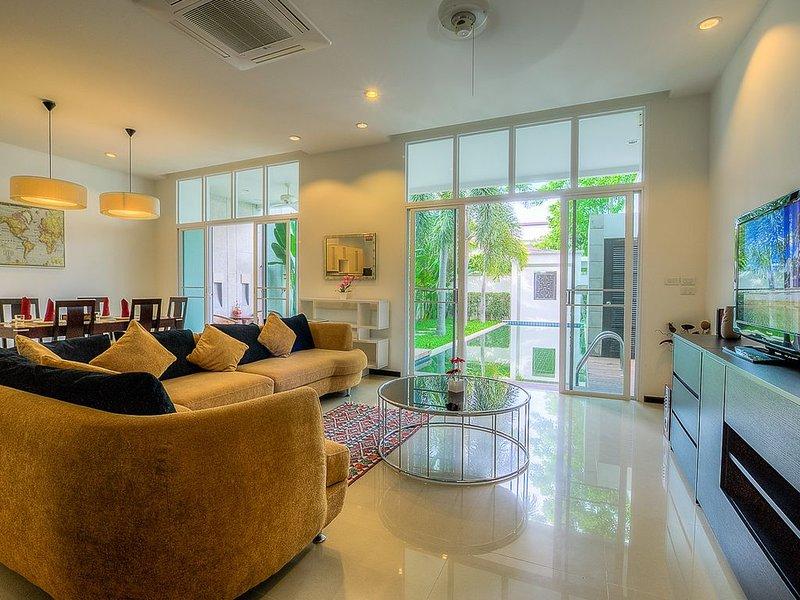 Villa near Bang Tao Beach 3 Bedrooms, holiday rental in Cherngtalay